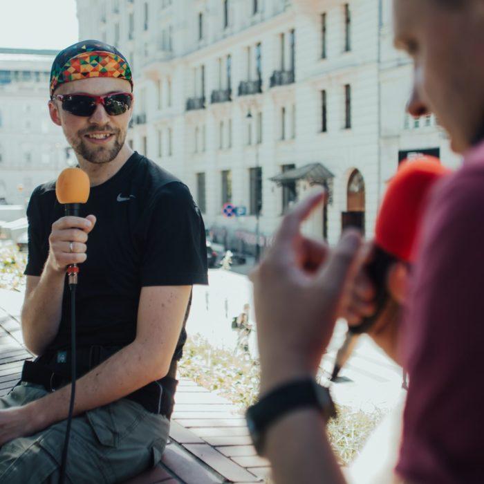 Piotr Peszko rozmawia z Marcinek Koseskim
