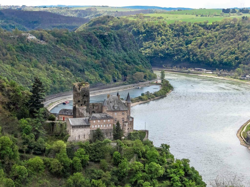 Zamek w dolinie Renu